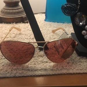 Oscar De La Renta Aviator Sunglasses 🕶